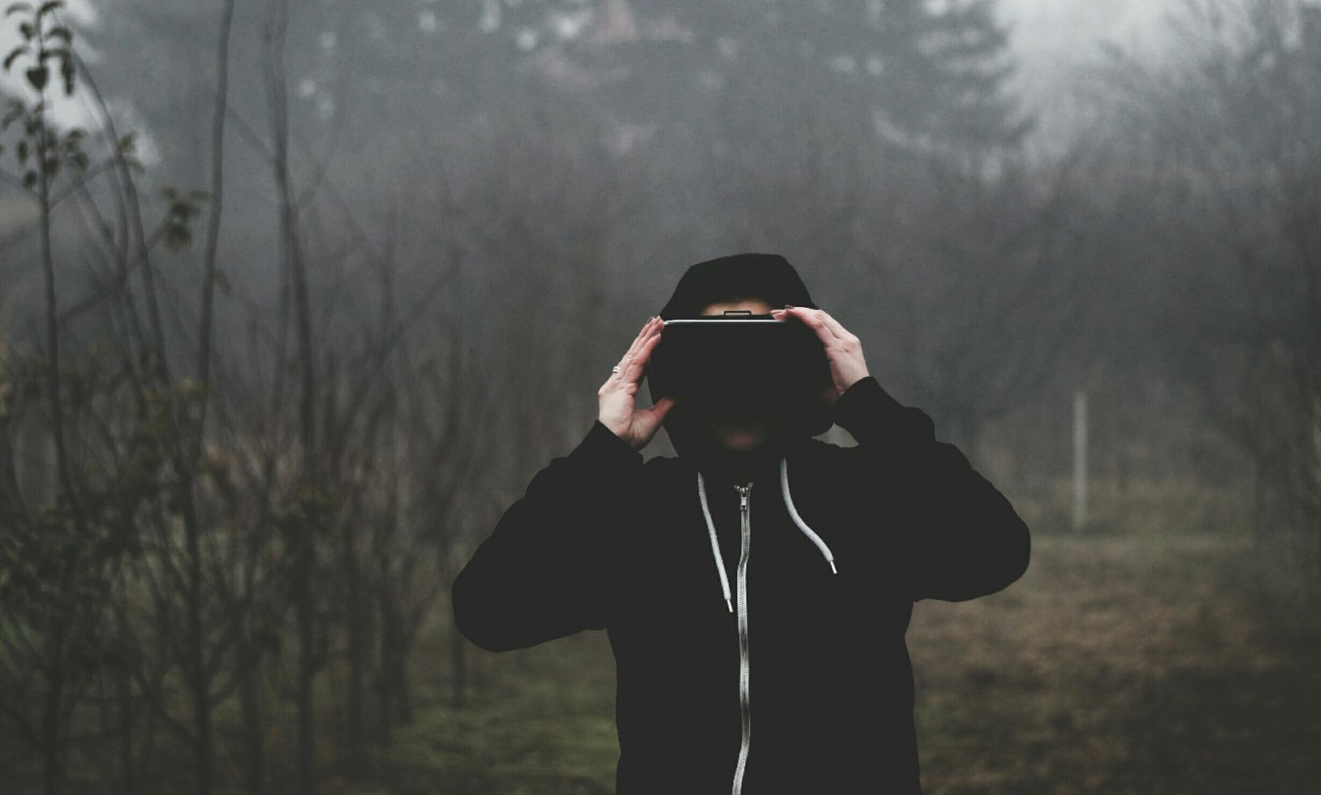 virtual-reality-1898441_1920